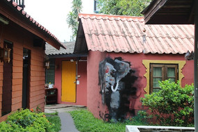 泰国有墙体彩绘的特色旅馆