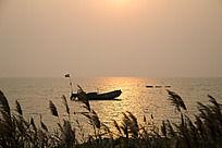 海中的渔船