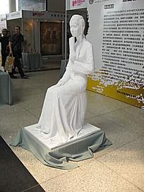 思考中的古代美女白色人物石雕