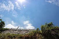 天空 白云 太阳  围栏