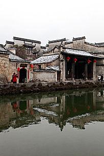 黟县宏村月昭建筑的马头墙错落有致