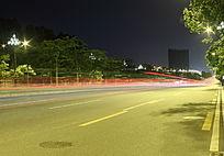 城市马路川流不息的光线