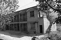 单色的乡村房子建筑