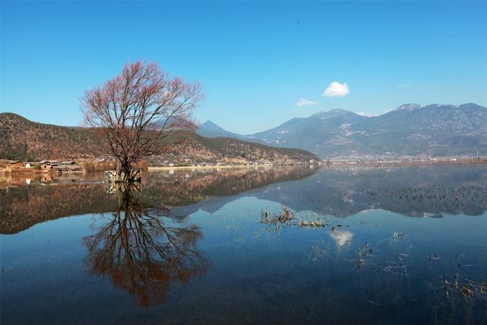 镜面如影高原湖泊图片