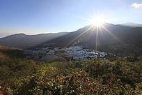 阳光山脉和梯田