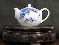 青花瓷小虾陶瓷茶壶
