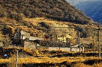 山沟里的农家小院