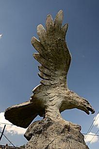 鹰击长空石雕