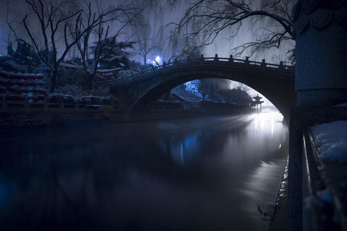 夜晚的小桥图片