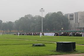 越南清晨升旗仪式阅兵草地