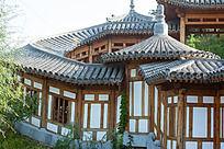 环形回廊的屋顶和外墙