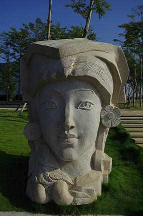民族女性石刻雕像