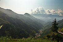 高山与沟壑