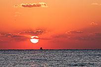 海边日出时刻火红的朝霞