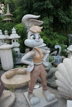 卡通兔子女孩雕像