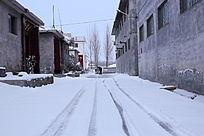 雪地里的车道
