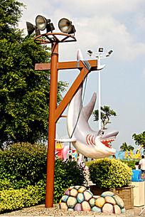 被捕的鲨鱼雕塑