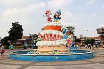 冰淇淋和卡通动物雕像喷泉水池