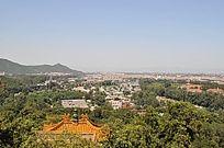 万寿山上远望北京市区