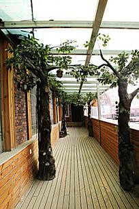 田园风人造树走廊