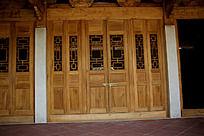 中国古典花纹窗户镂空雕刻木门