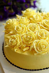 顶级法式奶油霜玫瑰花款生日蛋糕