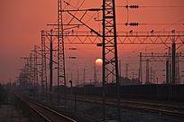 黄昏下的火车道
