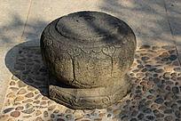 传统花纹雕刻石椅