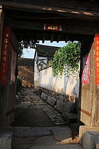 农村老房子街门