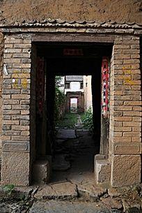 农村老房子两道门