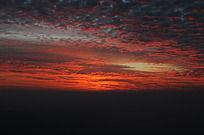 日出前的朝霞