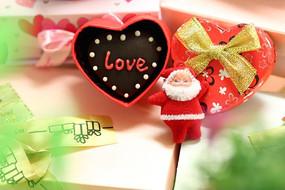 圣诞小礼盒里的心型LOVE巧克力