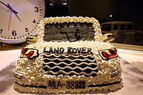 白色路虎汽车蛋糕正面造型
