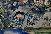 野外休息的妇女青衣菊花花朵