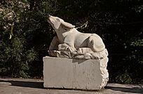 十二生肖之牛雕塑
