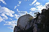 高耸入云的凤凰岭山石