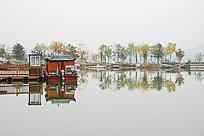 秋天的湖面