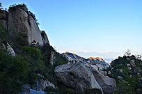 山上的大石头