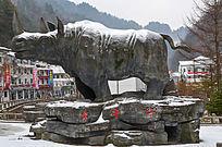 神农架红坪镇犀牛谷景区大门雕塑