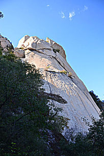 天然风化了的山石