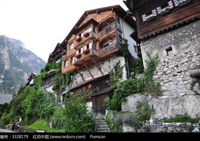 山壁旁的房屋图片