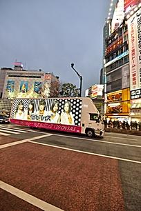 涩谷街头的车体广告