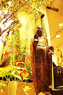 黄色石头佛像雕刻