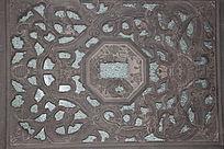 传统花纹镂雕方形石窗