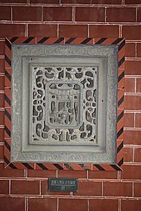 传统花纹人物镂雕石窗