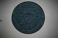 传统花纹人物青铜雕刻