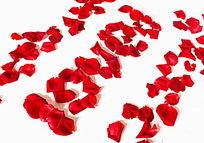 白背景红色花瓣摆放的花字