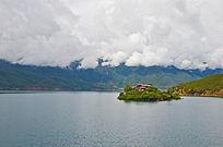 湖中的小岛屿