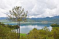 绿色的山水景色