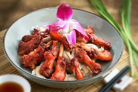 餐饮美食图片菜肴图片腊鸭肘蒸菌菇